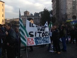 manifestanti a roma